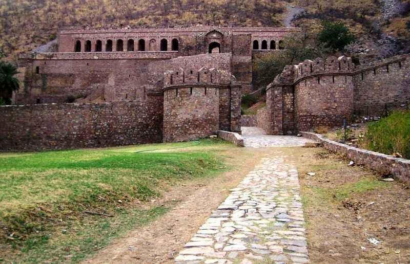 भारत की (टॉप १०) सबसे डरावनी जगह | Most Haunted Places In India In Hindi |